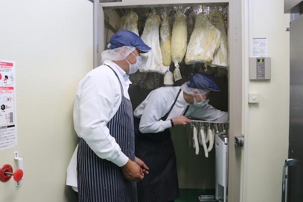 肉のふがね セシーナ製造様子(岩手県岩手町)